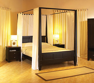 Canopy Beds :: Bedroom Furniture